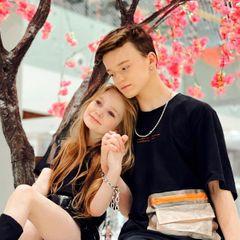 Ромео и Джульетта наших дней: история любви 8-летней и 13-летнего блогеров взбудоражила россиян