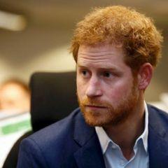 Принц Гарри вернулся в Британию на похороны своего деда