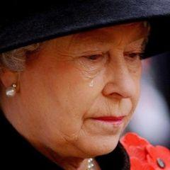Дрожали руки: как держалась Елизавета на похоронах принца Филиппа