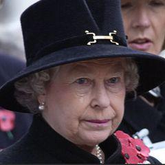 Королева Елизавета II со слезами похоронила принца Филиппа