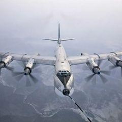 Ту-160 и Ту-95МС запустили крылатые ракеты в небе над Коми