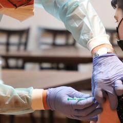 Собянин предложил компенсацию за прививку от COVID: получат не все