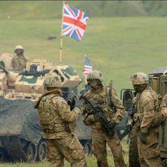 Великобритания объявила об отправке к границам РФ 50 танков