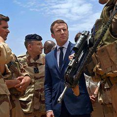150 000 французских солдат пригрозили Макрону переворотом
