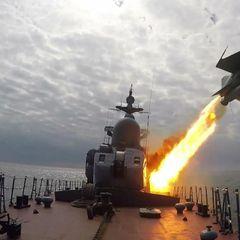 Российский фрегат ответил стрельбами Британии в Чёрном море
