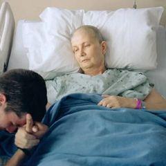 Россиянам перечислили первые признаки рака кишечника