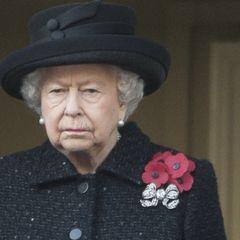 Больно смотреть: Елизавета II почернела и осунулась после трагедии