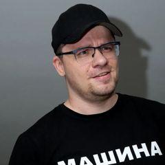 Гарик Харламов впервые вышел в свет с новой возлюбленной