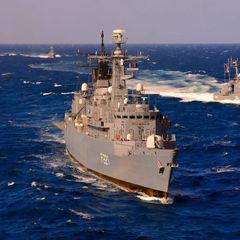 В Черном море российский корабль преследует 3 военных судна НАТО