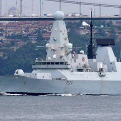 Появилось видео с эсминца Британии близ Крыма: как все было