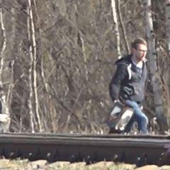 Сотрудник посольства США украл железнодорожный знак - видео
