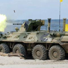Российский БТР-82А заблокировал дорогу американским военным