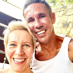 «Замечательная»: Алексей Панин живет в Испании вместе с Лазаревой