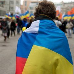 Именно столько украинцев считают себя единым народом с россиянами