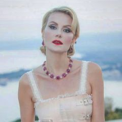 54-летняя Литвинова затмила моделей на показе дочери - фото