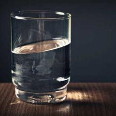 Проверьте, есть ли в доме негативная энергия при помощи стакана с водой
