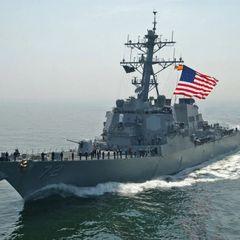 Американский военный корабль разорвало на две части