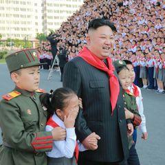 Поступок Ким Чен Ына на военном параде вызвал вопрос у всего мира
