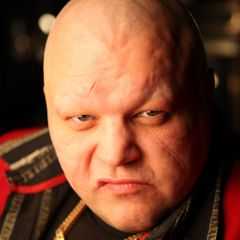Скандальный продюсер обвиняет Максим в заказном избиении