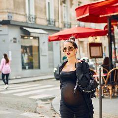 «Как голая»: беременная Нюша в прозрачном платье вышла в свет