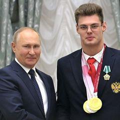 Не смог расписаться: о чем попросил Путина паралимпиец