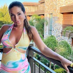 Беременную певицу Нюшу ограбили в Испании