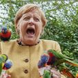 Так хорошо начиналось: Меркель клюнул попугай