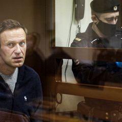 Навальный получил главную премию прямо из тюрьмы