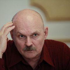 Ему было 73: умер звезда русского Шерлока Холмса